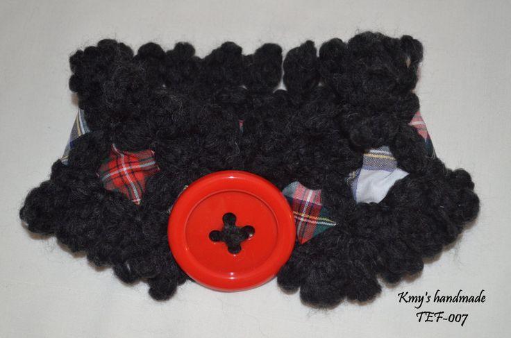 Scalda collo molto elegante, lana d'alpaca nera,  decorato con nastro fantasia e bottone assortito di SaNaMarket su Etsy