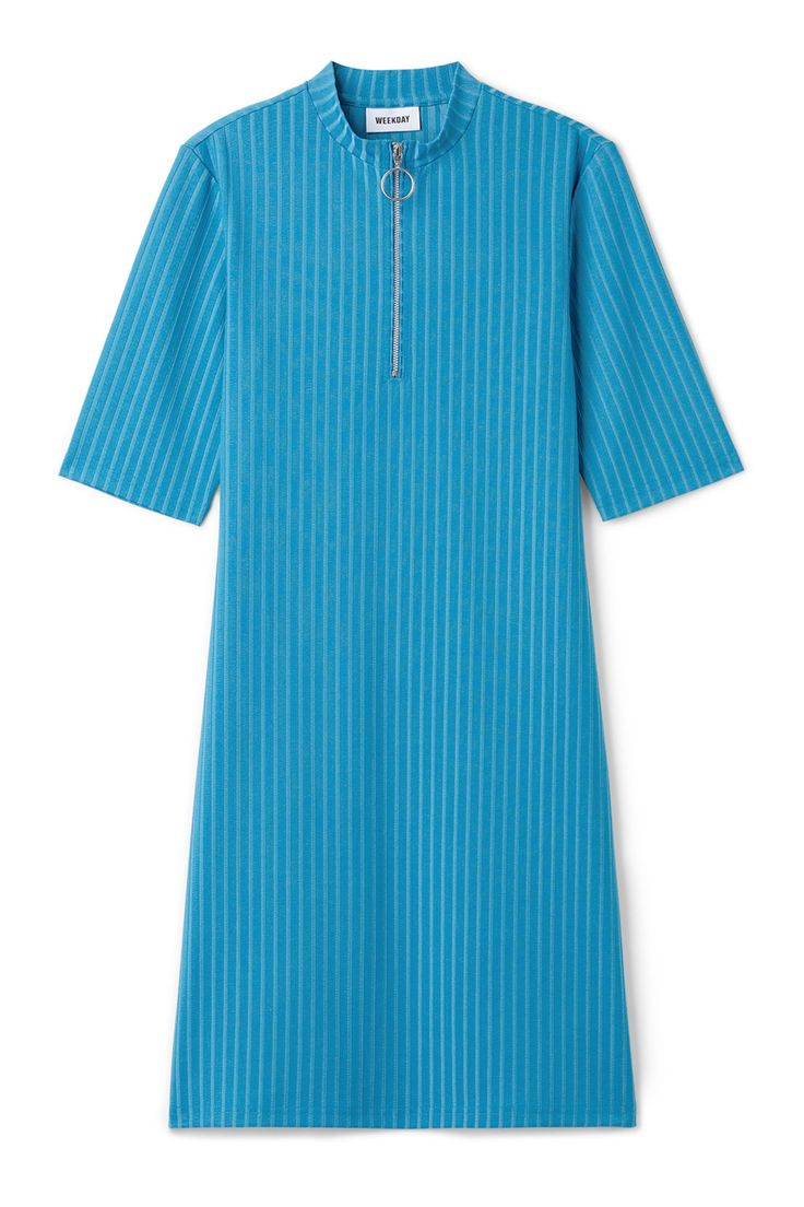 <p>The Theresa Dress is a minimal knee-length dress in a stretchy material. It has a small stand collar, a zipper with a ring on the top, short sleeves and