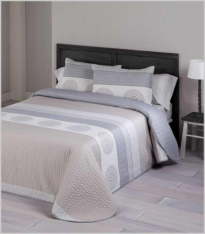 Edredón fino reversible e tono tostado muy elegante y juvenil. Disponible para cama 135 cm y 150 cm.  100% Poliéster suave.