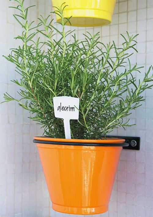horta+vertical+vaso+parede (ideia legal = etiqueta com nome da planta)