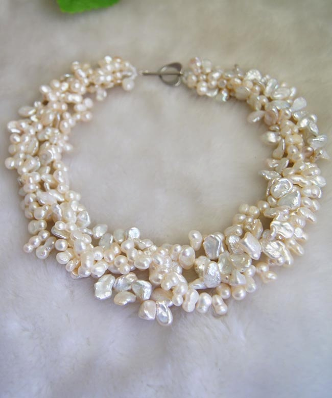 Pearl beaded necklace: Bridesmaid