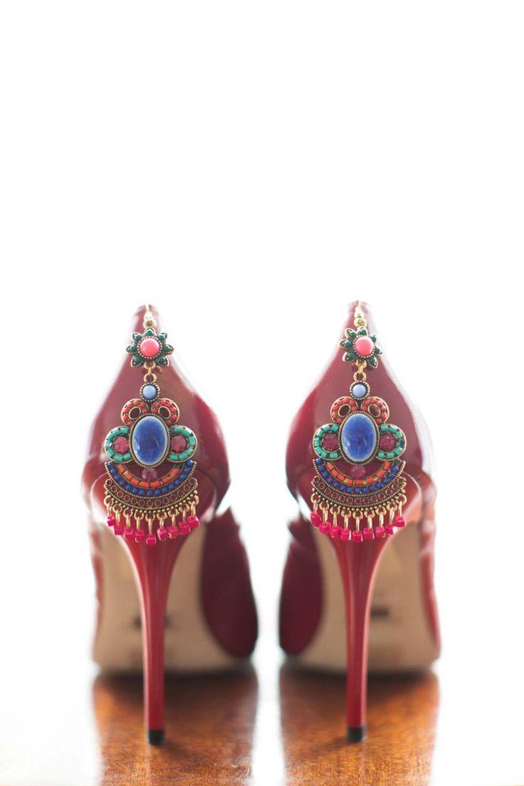Inspiriert von Frida Kahlo: Malerische Hochzeitsinspiration im mexikanischen Stil http://www.hochzeitswahn.de/inspirationsideen/inspiriert-von-frida-kahlo-malerische-hochzeit-im-mexikanischen-stil/ #weddingshoes #shoes #earing