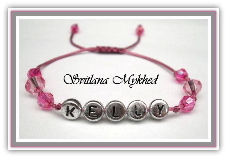 """Bracelet avec prénom """"Kelly"""". Bracelet avec prénom enfant, adultes. Perles lettre acryliques plaqué couleur argenté : Bracelet par perles-et-couronnes"""