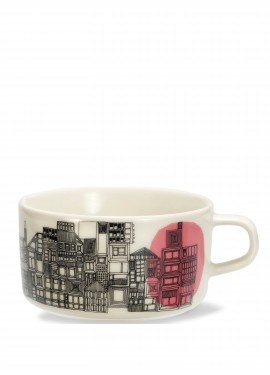 'Siirtolapuutarha' tea cup from Marimekko. I've been admiring these for a long time but I really don't any more tea cups.