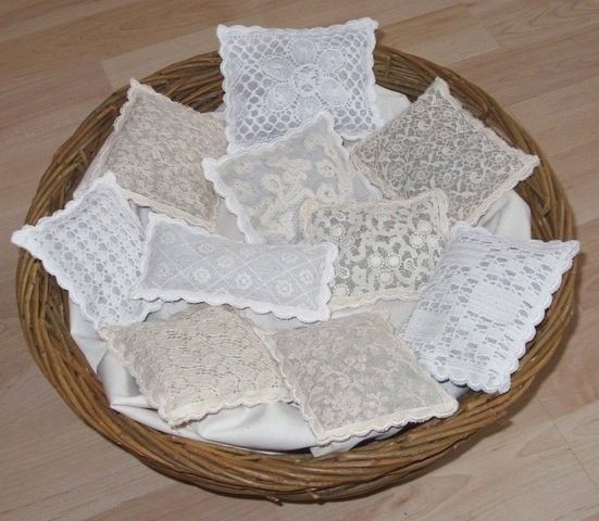 Vintage Lace Lavender Bags. ~ I have made sooo many of these. I love it, so much fun :)