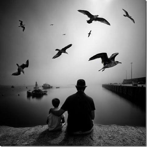 © Miguel Cabezas. Miguel Cabezases un fotógrafo vasco (vive en Irún, Gipuzkoa) especializado en fotografía de larga exposición diurna, en blanco y negro.