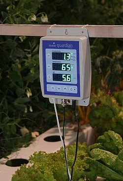 Bluelab Guardian Combo pH, Nutrient & Temperature Continuous Read Monitor for Hydroponics