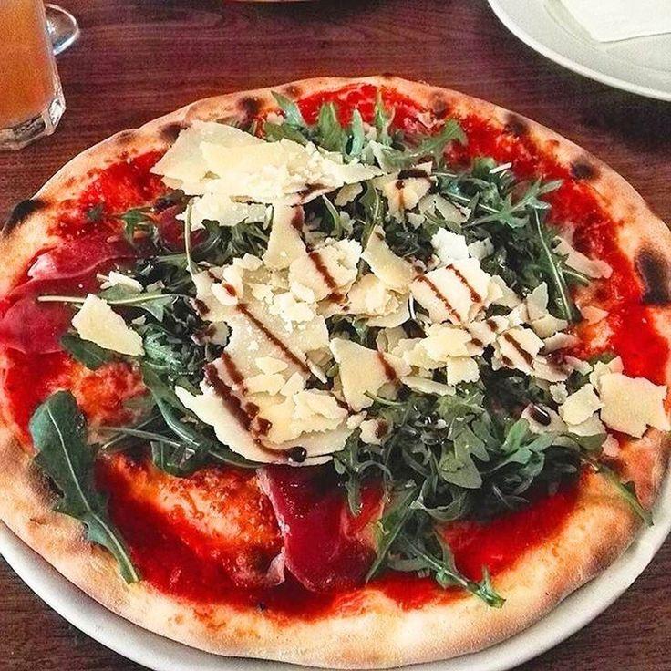 Pizza geht immer  Pizza Rucola Serano im Mittagstisch bei Ristorante Nello für 6  Werd jetzt selber zum Foodguide und stell deine besten Pizza-Bilder in unsere App   @olikue #foodguideapp #hamburg #hansestadt #hhfood #welovehh #welovehamburg #hamburgfood #ig_hamburg #hamburgstagram #hamburgerecken #ilovehh #ilovehamburg #foodhamburg #restauranthamburg #hamburgrestaurants #hamburgrestaurant #hamburgeats #igershamburg #fresh #travel #healthy #foodie #cleanfood #fastfood #nellopizza #nello…