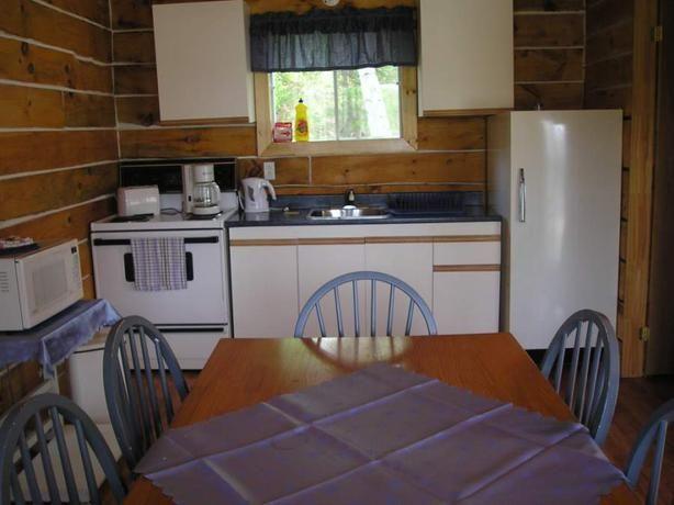 Chalets Dubeau / Dubeau Cottages - Farm Lake