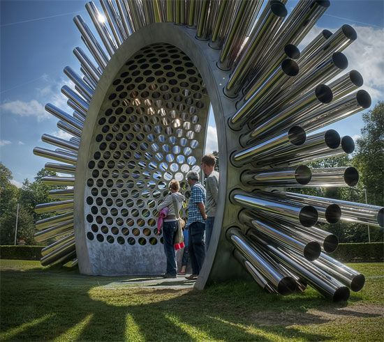 This giant, spiky stargate is really a huge musical instrument.  A unique new sculpture was unveiled in London that not only looks good — it sounds good as well. The arch is made of 310 polished steel tubes channeling both light and the breeze to create an ever-changing experience for its audience standing below.