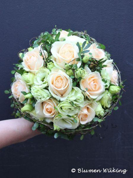 Die besten 25 Brautstrau creme Ideen auf Pinterest  Hochzeitsblumen creme Creme Brautkleider
