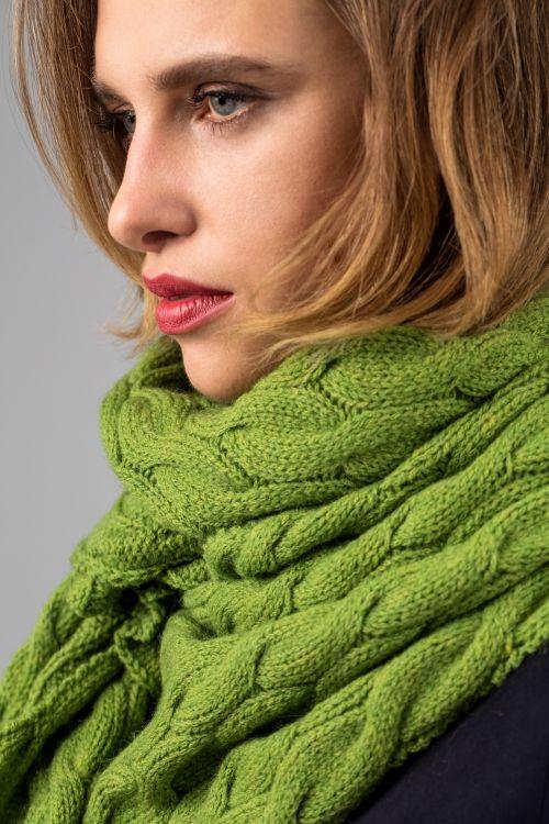 Kostenlose Anleitung: Breiter Schal mit Zopfmuster - Initiative Handarbeit