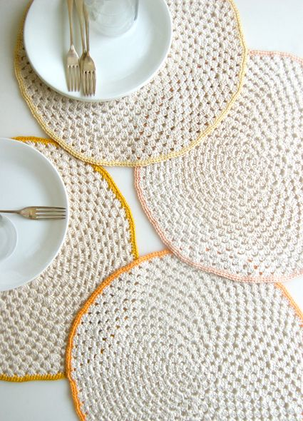 The latest Whit's Knits project over on The Purl Bee is this set of sweet crochet granny circle placemats. I think it would be fun to have each member of y