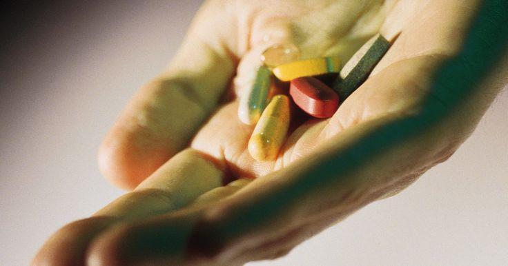 Qual o melhor horário para tomar vitaminas?. Pílulas vitamínicas são, na melhor das hipóteses, um suplemento. Elas são feitas para nos fornecer as vitaminas que não consumimos diariamente. Como grande parte da nossa dieta contém alimentos processados, essas pílulas podem ajudar a surprir a falta delas. Contudo, elas ajudam de maneira diferente, dependendo de quando são ingeridas. É mais ...