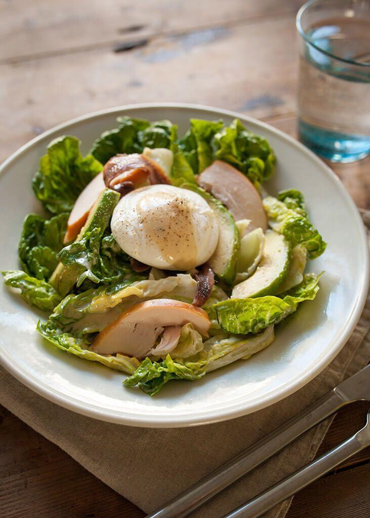Ceasar salade met gepocheerd ei