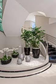 Resultado de imagem para jardim embaixo da escada                              …