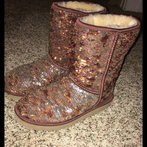 Sparkly UGG boots women's size 7 These are very new barely used size 7 ugg boots from Christmas. Super soft and in great condition UGG Shoes Winter & Rain Boots