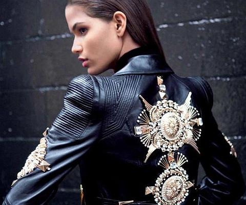 ¿CÓMO ARMAR UN LOOK BARROCO? Una de las tendencias más llamativas de este invierno, el barroco es full dramatismo y opulencia. Mucho dorado, perlas, bordados, pedrería, terciopelo y brocados son parte de esta estética excesiva y sofisticada. ¿Cómo usarla sin ser demasiado obvia? Averígualo en Mujer Paris: http://www.mujerparis.cl/2013/05/como-armar-un-look-barroco/