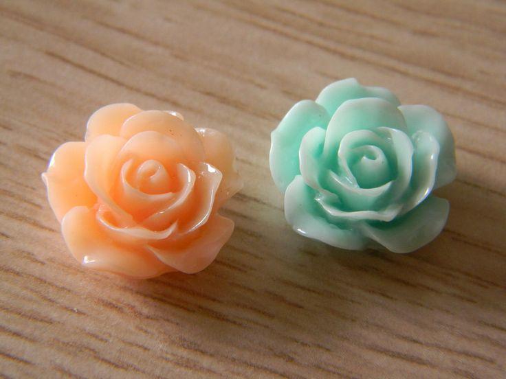 Set di tre rose in plastica con adesivo, by creazioniFlo, 1,00 € su misshobby.com