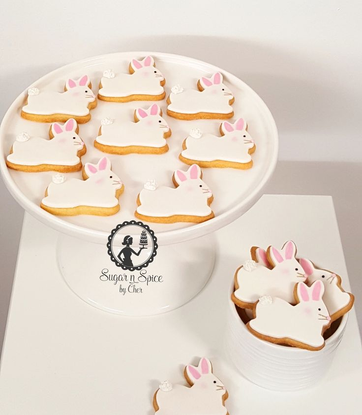 Bunny rabbit shaped cookies with pink & gold highlights #sugarnspicebycher