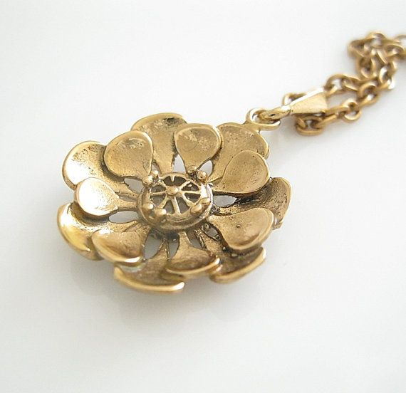 Kalevi Sara (FI), vintage bronze flower necklace, 1970s. #finland | finlandjewelry.com