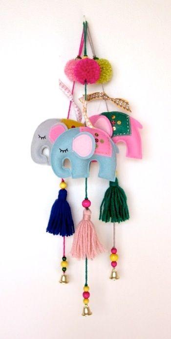 .lindos moviles de elefantes hechos en pañolenci ademas hace falta lana y piedritas