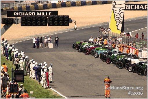 Start of Vintage Sports Car Racing Le Mans Classic 2016 on circuit de la Sarthe in France #lemansclassic #LMC2016 #LeMans24 #LeMans #WEC http://lemansstory.org/vintage-sports-car-racing-challenge-le-mans-classic-2016-photos/