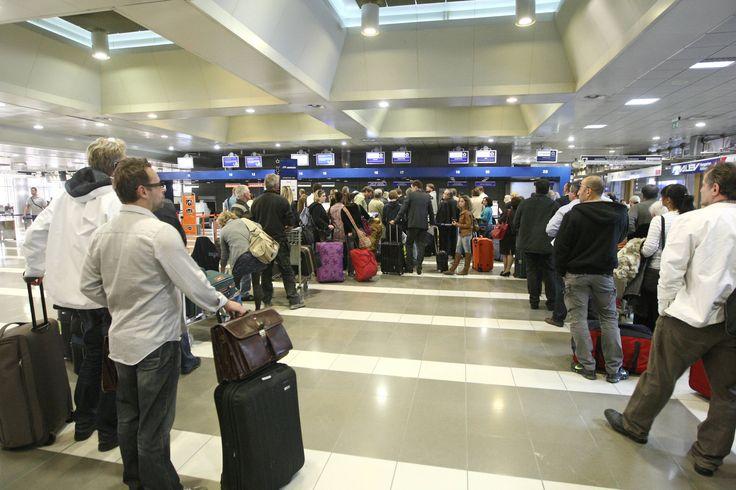 VIP TOURS Τουριστικό & Ταξιδιωτικό γραφείο Λουτράκι, Διοργανώσεις εκδρομών,Πούλμαν,Minibus,Travel   Διαθέτουμε πολυτελές Mini Bus τελευταίας τεχνολογίας 20 θέσεων καθώς και λεωφορεία από έμπιστους συνεργάτες  για ασφαλές  μεταφορές επιβατών.   Από και προς αεροδρόμιο , από και προς Λιμάνια σε συνδυασμό με τις  πιο ανταγωνιστικές τιμές της αγοράς  η  VIP TOURS με την πολυετή πείρα το φιλικό προσωπικό της αλλά και τον επαγγελματισμό της , σας εγγυάται την καλύτερη ευχάριστη  και ασφαλέστερη