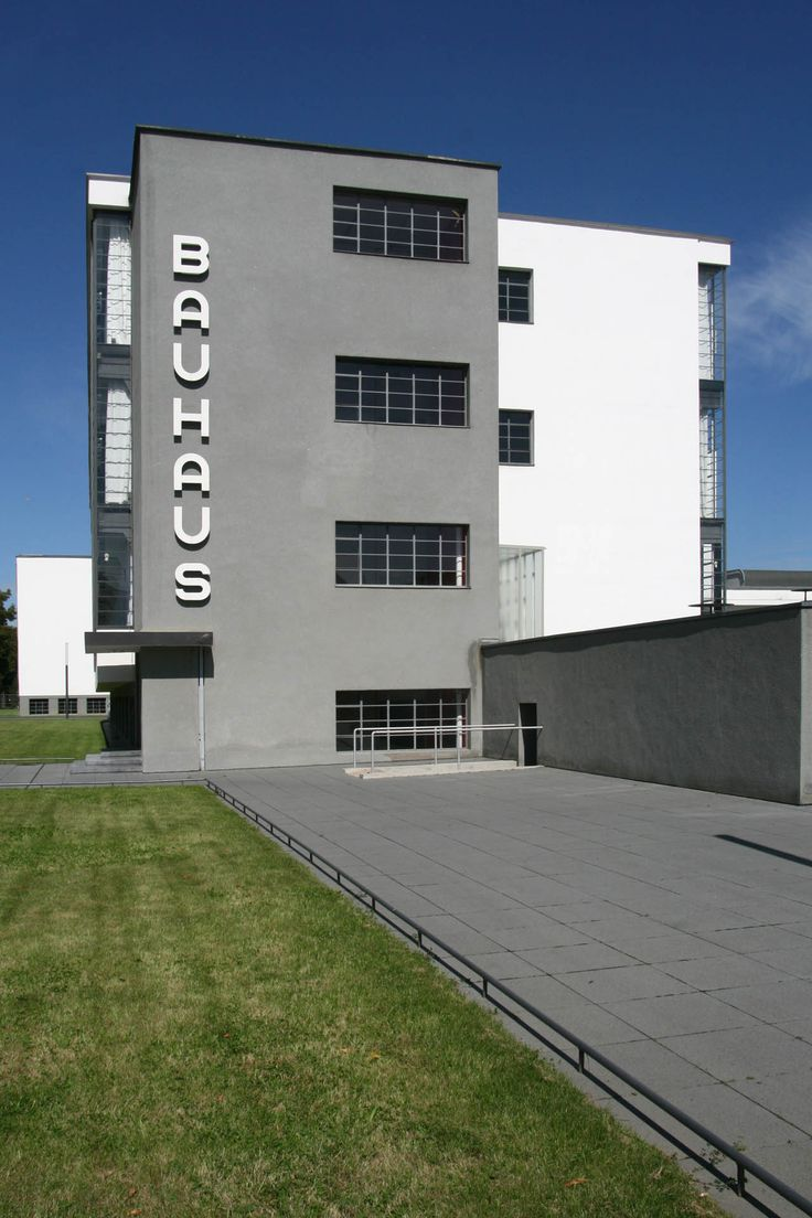 Bauhaus dessau germany walter gropius 1926 bauhaus for Bauhaus replica deutschland