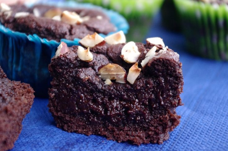 Muffins med dadlar istället för socker (funkar att byta nötmjöl till vetemjöl och kokosolja till smör)