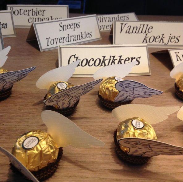 Van Ferrero Rocher maak je eenvoudige deze gouden snaai. Met Print&cut bestand voor de silhouette cameo curio