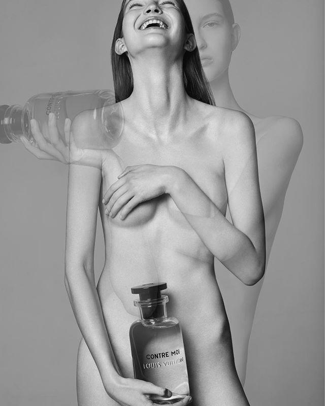 Прозрачный намёк: этот аромат можно носить без одежды. Остальные парфюмерные хиты знаменитых домов моды которые подчеркивают сексуальность не хуже чем атласные корп-топы или мини-шорты ищите в июньском ELLE Photographer @arsenyjabiev Style @vadimgalaganov Model @pol_ivochka #ellerussia  via ELLE RUSSIA MAGAZINE OFFICIAL INSTAGRAM - Fashion Campaigns  Haute Couture  Advertising  Editorial Photography  Magazine Cover Designs  Supermodels  Runway Models