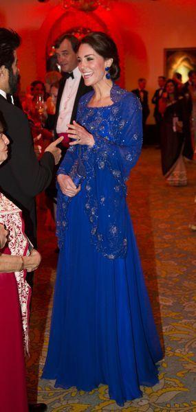 Le prince William et son épouse la duchesse de Cambridge, née Kate Middleton ont rencontré des stars de Bollywood lors d'un dîner de gala fastueux, dimanche, au premier jour de leur voyage officiel d'une semaine en Inde.