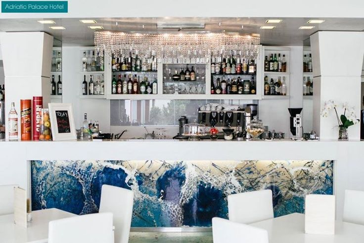 Posh and elegant, decorated with the blue and green shades of the sea, the hotel bar is at your disposal for a coffee, a cocktail or whatever you would like to have http://www.hoteladriaticpalace.com/