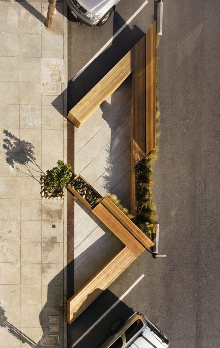 Integrando  espaços de vagas nas vias - Matarozzi Pelsinger Design - um espaço para sentar, comer e jogar, substituindo três lugares de estacionamento em uma rua em San Francisco, Califórnia.