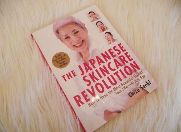 Японские женщины по праву считаются одним из чудес Страны Восходящего Солнца: изящные, сдержанные, в тридцать лет они выглядят на семнадцать, а в пятьдесят – на тридцать. Одни эксперты считают, что идеальная «фарфоровая » кожа японок — это дар природы, другие – что это результат особого ухода.  http://estportal.com/chizu-saeki-10-yaponskih-sekretov-molodos/ #EstPortal #эстетическийПортал #уходЗАкожей #лицо #косметология #ChizuSaeki #ЧизуСаеки