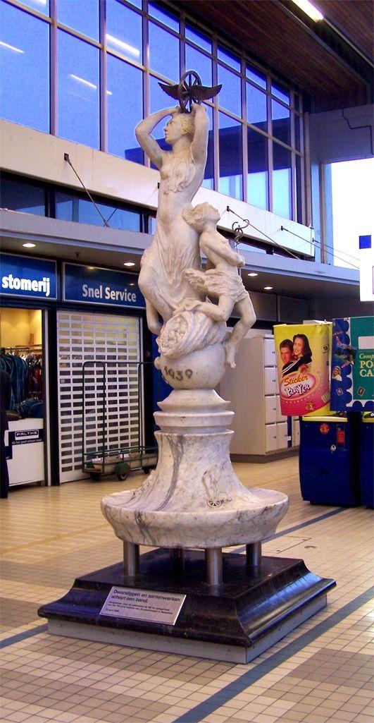 "Utrecht CS: Monument ""Verkeer"" van Charles Eyck | NS"