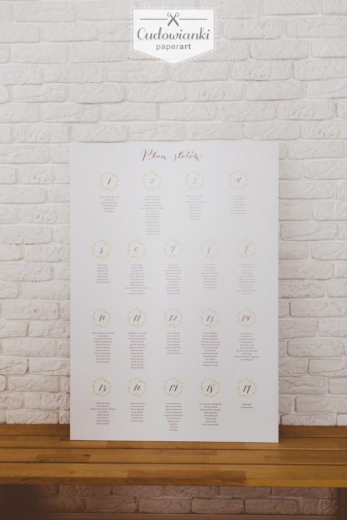 Wedding table plan with daisy, made on PCV. Wedding seating plan display, very subtel, natural, with flower. / Plan stołów z motywem strokrotek. #tableplan #wedding #weddingtableplane #seatingsplan #tableplanidea #weddingdecorations #weddinginspiration