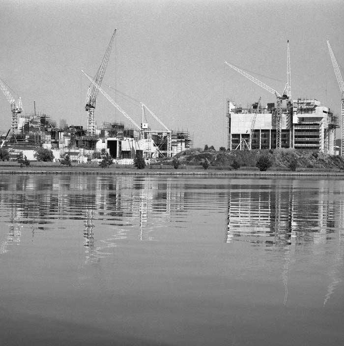Canberra: Constructing Australia's capital city. 1978.
