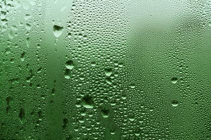 Avec l'hiver viennent souvent les problèmes d'humidité. Une maison humide est un vraie problème pour la santé d'une part, mais aussi pour la maison. Il exi