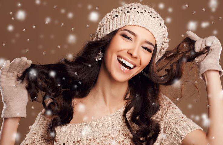 Néhány jó tanács, hogy megelőzd a tipikus téli hajproblémákat: száraz haj, töredezett hajvégek, elektrosztatikus hajszálak!Beköszöntött a hideg, téli időjárás, ami bizony a hajkoronánkat sem kíméli. Ki ne ismerné az elektrosztatikus szálló haj problémáját vagy a téli, száraz, töredezett hajvégeket.…