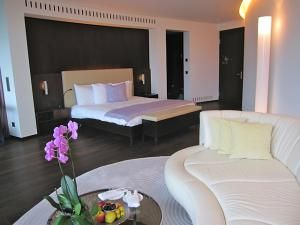 What Defines a Luxury Hotel? Compare Your Musts with Ours: Luxury Hotel Room Features
