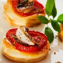Bonduelle vous propose d'entamer les festivités sous le signe de la gourmandise avec cette recette de feuilletés au chèvre, tomates et champignons ! >> http://www.bonduelle.fr/recettes/feuilletes-au-chevre-tomates-et-champignons #SurprenezVous et #regalez vous avec #Bonduelle #cuisine #food #recipes #cooking #recettefestive #menunoel #aperitifnoel #bouchee #feuilletes #champignon