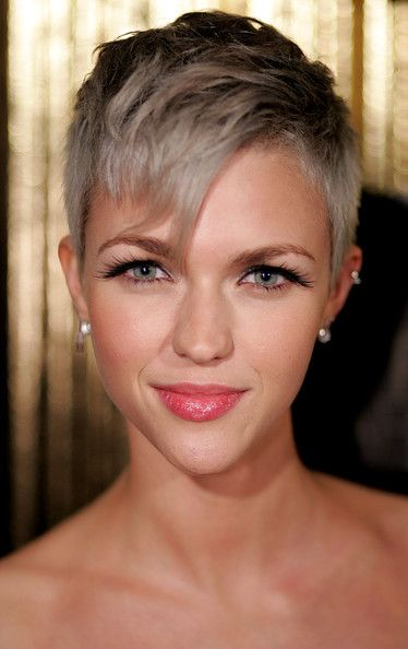 if i had this face i would cut all of my hair off too (and maybe dye it gray...)