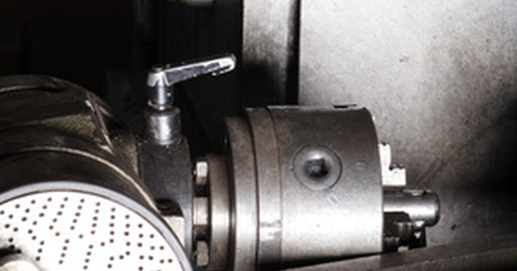 Ferramentas de torno para usinagem de borracha. Maquinistas têm de usar diferentes ferramentas, a fim de fazer peças mecânicas. Mesmo que muitas partes sejam feitas de metal, a borracha é um material comum que os maquinistas podem ter de trabalhar. Se você usará um torno com borracha, então é importante que você use as ferramentas certas.