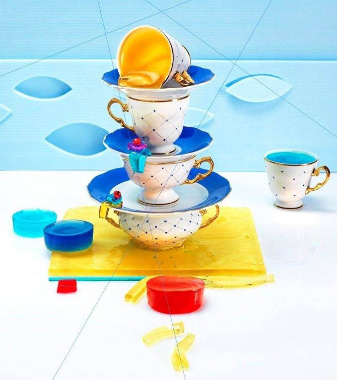 Jeśli uważacie porcelanę za relikt przeszłości to czas to zmienić! Polska firma Kristoff proponuje nam ekskluzywną zastawę ozdobioną grafikami polskich artystów, które stają się małymi dziełami sztuki. Sprawdźcie www.soPerlage.com!  http://soperlage.com/porcelana-kristoff-nowoczesne-spojrzenie-na-tradycje