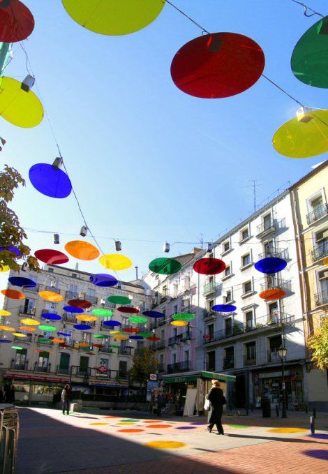 Confetti Light, being a colorful and innovative project, was designed by Spanish architect Sergio Sebatian. Covering a 1000m2 area, the Confetti gives another dimension to a modified place.