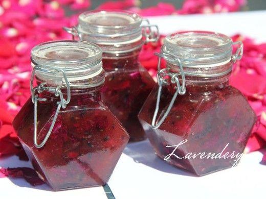 Lavender and rose How to make it: http://levendulamagazin.hu/recept/84-levendulas-rozsa-lekvar