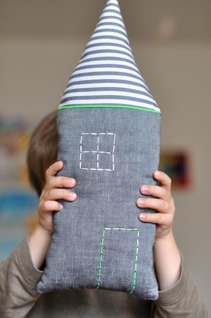 Petit coussin maison fluo touch cushion
