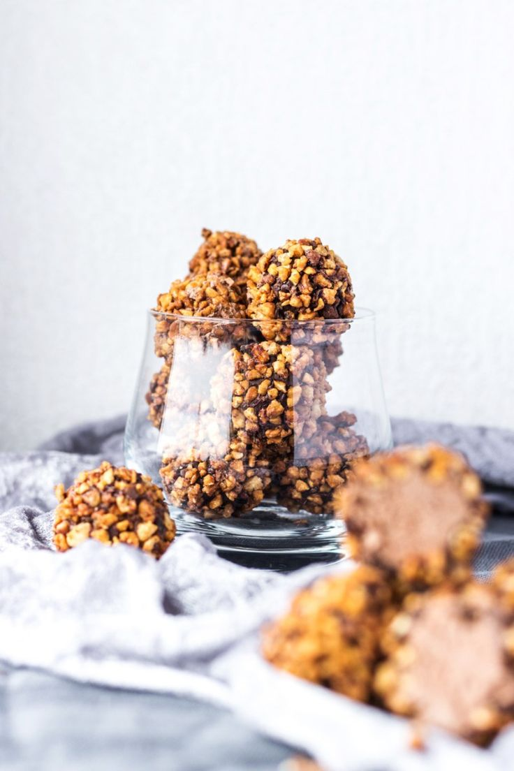 Vegan candied almond whipped chocolate truffles! This recipe is properly decadent. The whipped chocolate truffles are super rich & creamy yet surprisingly airy and rolled in salted caramelised chopped almonds! | www.myvibrantkitchen.com